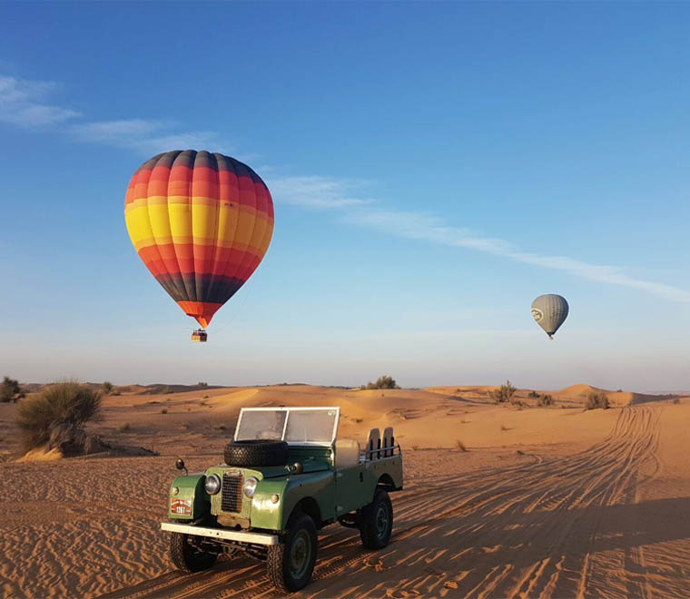 Hot-Air-Balloon-with-Land-Rovers